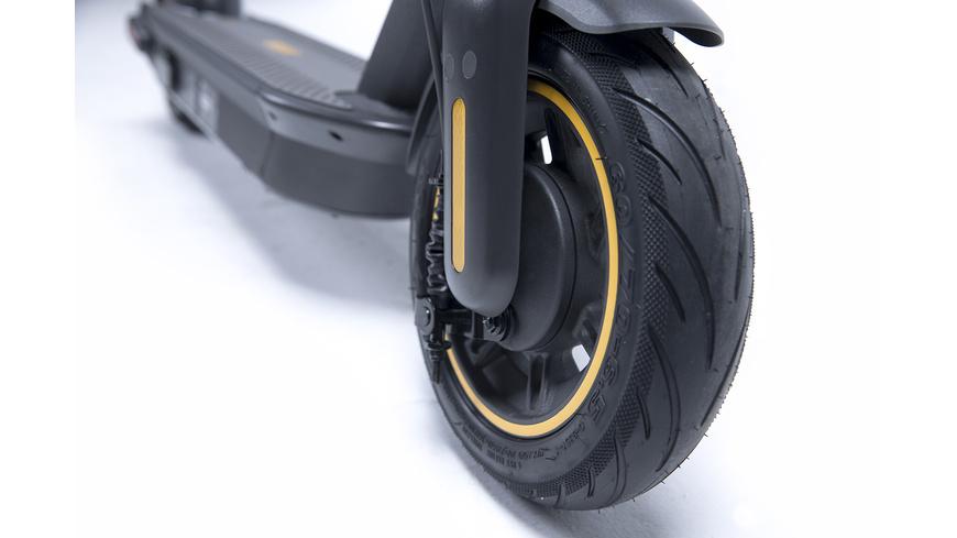 Ninebot KickScooter MAX G30 by Segway